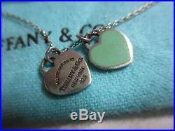 BEAUTIFUL AUTH TIFFANY & CO STERLING DOUBLE HEART TAG NECKLACE WithGREEN ENAMEL-NR